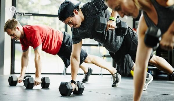 استفاده از وزنه های زیاد می تواند باعث گرفتگی شدید عضلات شود.