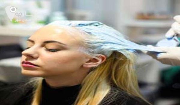 استفاده مداوم از رنگ و مواد شیمیای موجب ریزش مو میشود .