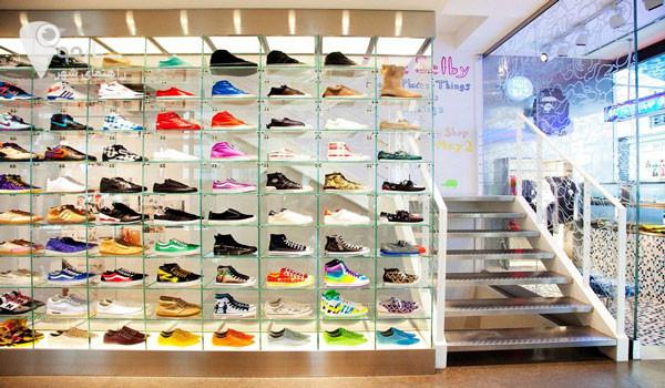 کفش معتبر بهتر است از فروشگاه های مطمئن خریداری شود . کفش ها انواع گوناگون دارند.
