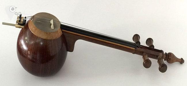 کمانچه از آلات موسیقی قدیمی بحساب می آید