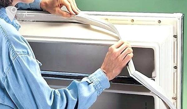 پارگی یا پوسیدگی لاستیک های دور یخچال، یکی از رایج ترین مشکلات یخچال است.