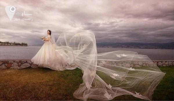 لباس عروس فقط یکبار آن هم در شبی خاص و رویایی پوشیده می شود.