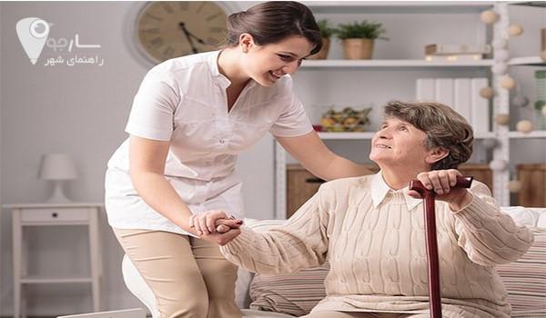 برای انتخاب پرستار مناسب، وضعیت سالمند را بررسی کنید