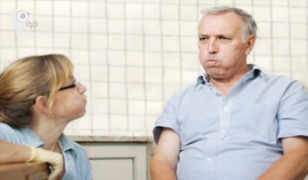 بیمارانی که پس از سکته مغزی دچار اختلالات گفتاری می شوند می توانند به گفتار درمان مراجع کنند
